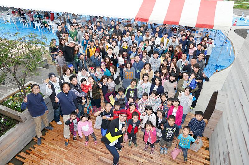 感謝祭の様子:来て頂いたお客様と全員でパシャリ!【2014年11月お客様感謝祭より】